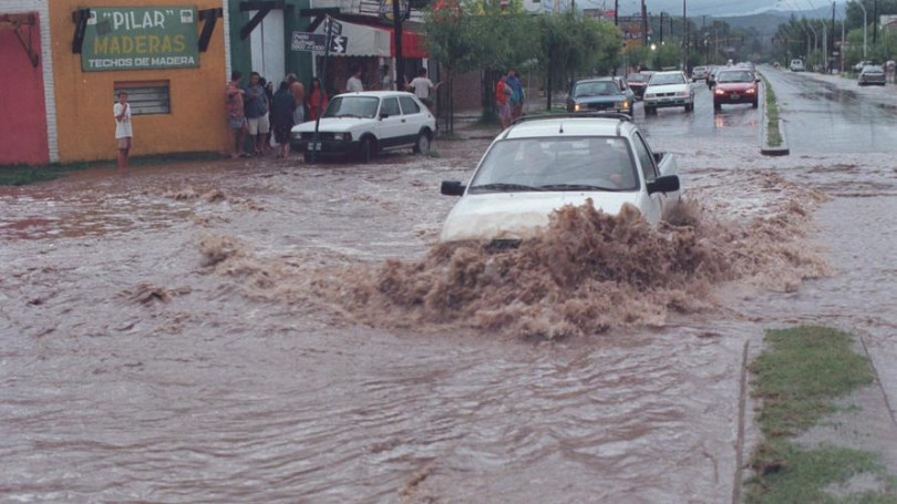 Auto en inundación