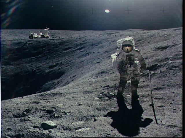 El astronauta Charles M. Duke Jr. en la misión Apollo 16