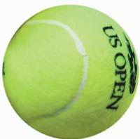 MCX51 - FLUSHING MEADOWS (NY, EEUU), 10/09/06.- Un recoje pelotas sostiene seis pelotas en la mano, durante la final masculina del Abierto de Tenis de EEUU 2006 en su último día entre el estadounidense Andy Roddcick y el suizo Roger Federer hoy, domingo 10 de septiembre, en Flushing Meadows, Nueva York (EEUU). EFE/PETER FOLEY